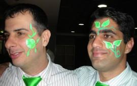 ציור פנים באווירה ירוקה